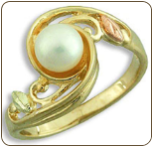 Black Hills Gold Ladies Pearl Ring (SKU: LR2940)